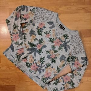 Almost Famous Lace/Floral grey sweater med